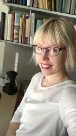 Katja Tikka tutkii Karjalan Liiton historiaa.