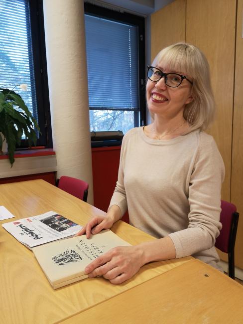 Katja Tikka on Karjalan Liiton historiankirjoittaja ja historia-blogin pitäjä. Kuva Saija Pelvas.