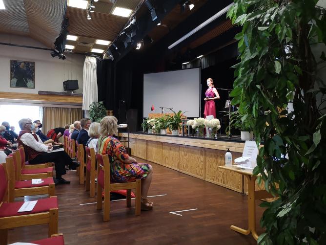 Sopraano Tiina Kokkonen ja Ilona Saarikoski, piano.