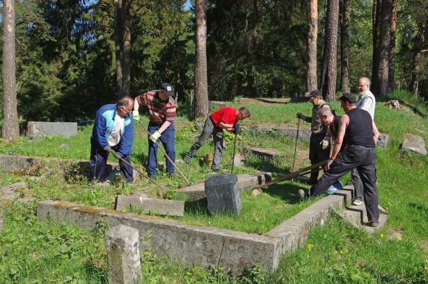 Sortavalan hautausmaita on kunnostettu talkoovoimin vuosien ajan. Kuva Risto Voipio.