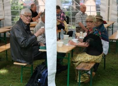 Kuva 7: Terveisiä Harjavallasta, mukana mm. piirin hallituksen jäsenet Taimi Bergendahl ja Yrjö S. Kaasalaine