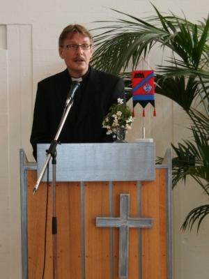 Kuva 4: Porin seurakuntien tervehdyksen esitti Keski-Porin seurakunnan kappalainen Pekka Aalto