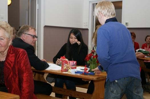 Kuva 17: Myös japanilainen Asaru sai pukilta lahjan