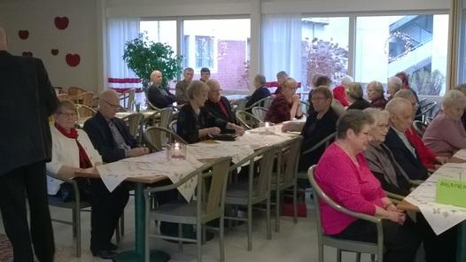 Kuva 3: ... lisää joulujuhlayleisöä, jota oli yhteensä n. 60 henkilöä