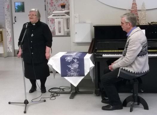 Kuva 4: Porin seurakuntayhtymän edustajana joulutervehdyksen esitti pastori Eeva-Liisa Virkkunen