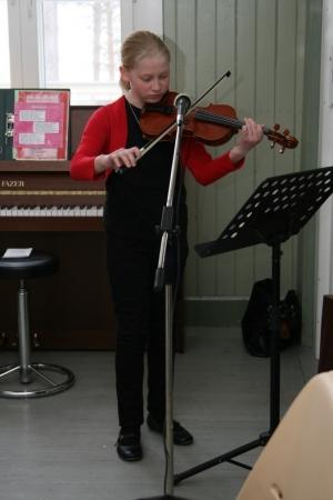 Kuva 3:  Kankaanpääläinen, hiitolalaisjuurinen Josefiina Varis on vielä nuori, mutta jo kokenut esiintyjä