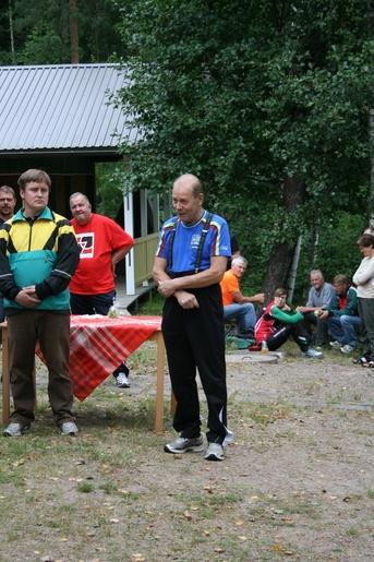 Kuva 6: Kilpailijoiden kiitokset järjestäjille esitti Maskun Karjalaseuran edustaja Jouko Hörkkö.