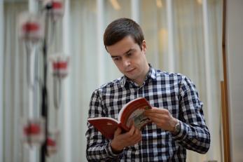 Ilja Moshnikov opettaa livvinkarjalaa.