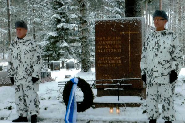 Kunniavartiossa  Elmeri Taivainen (vas.) ja Arvo Leminen.