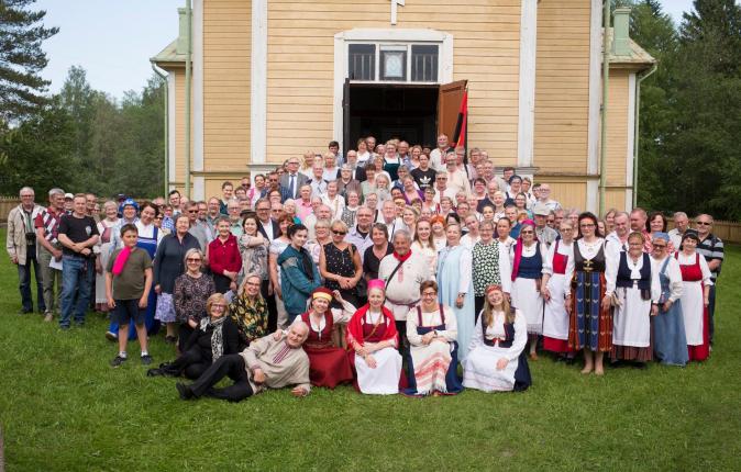 Suistamon viidennet laulujuhlat vuonna 2019 keräsivät ennätysyleisön – yli 250 vierasta Suistamon Pyhän Nikolaoksen kirkkoon.